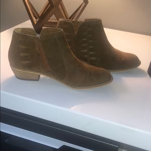 Tucker and Tate suede booties